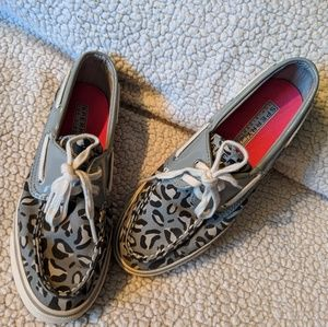 SPERRY GRAY LEOPARD PRINT SIZE 5